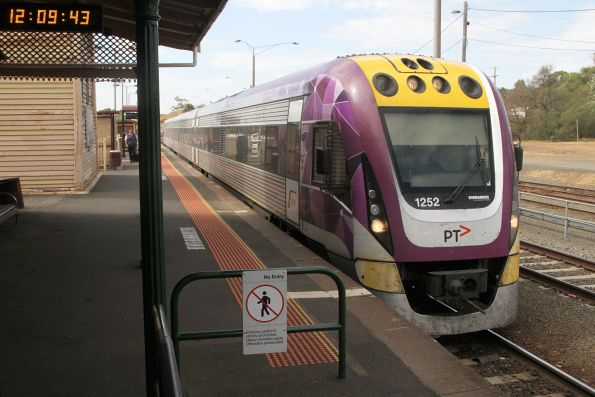 VLocity VL52 pauses at Bacchus Marsh with a down Wendouree service