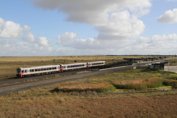 Sprinter 7003, 7001 and 7004 lead a down Bacchus Marsh service into Caroline Springs