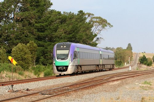 Bound for Ballarat, VL21 passes the point indicator at the up end of Warrenheip Loop