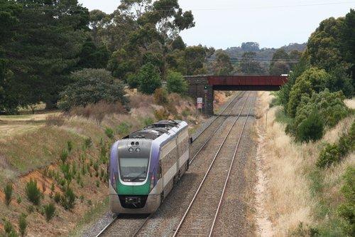 Starting the climb up Warrenheip Bank, VL14 departs Ballarat East