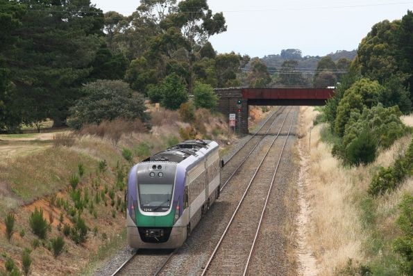 Starting the climb up Warrenheip Bank, VLocity VL14 departs Ballarat East