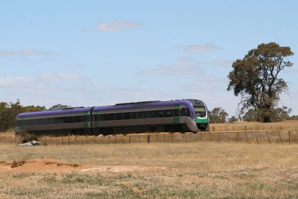 VLocity VL27 bound for Ararat at Buangor