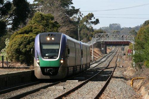 VL14 leads VL04 through Ballarat East on the down