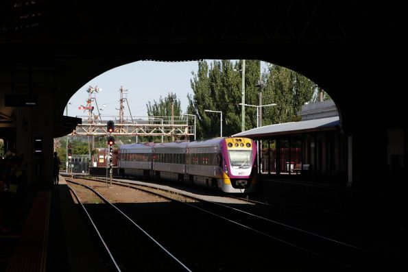 VLocity train shunts out of the platform at Ballarat station