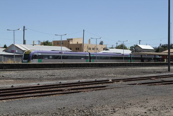 VLocity 3VL27 awaiting departure time from Ararat