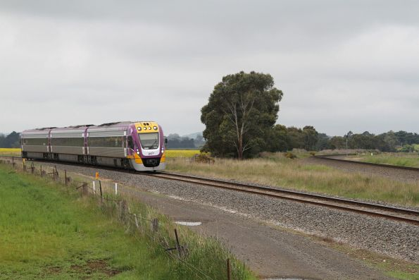 VLocity VL65 bound for Ballarat, approaches Bungaree Loop West on the 'old' north line