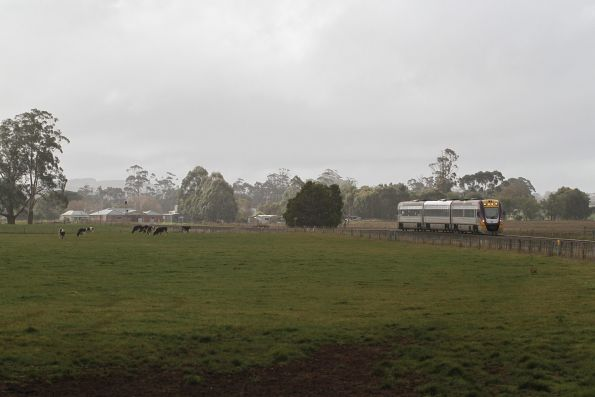 VLocity VL10 bound for Ballarat passes the former station of Bungaree
