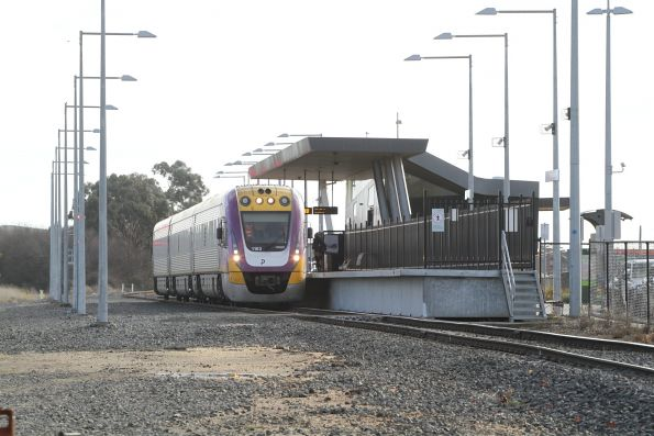 VLocity VL63 awaiting departure time from Wendouree station