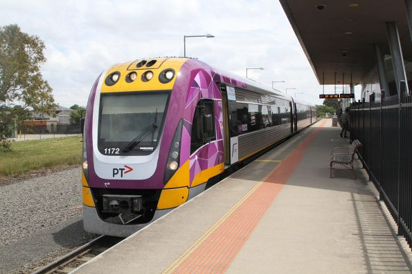 VLocity VL72 pauses at Wendouree on an up Ararat service