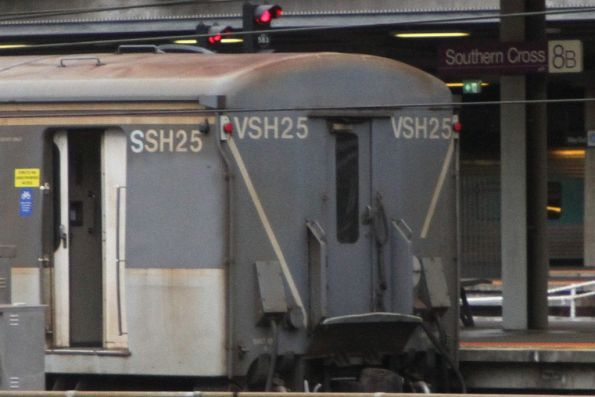 Carriage set SSH25 still with 'VSH25' at the rear