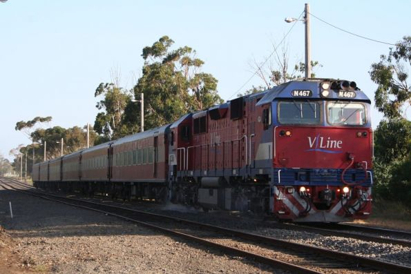 N467 with set SN7 near South Geelong