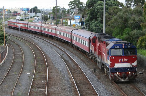 Ugly N473 arrives with BS car set SN7 into Geelong