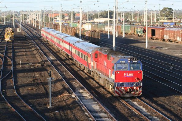 N464 departs North Geelong with set SN7