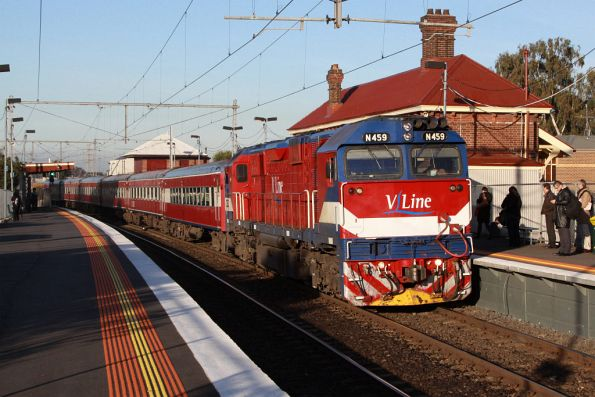 N459 leads carriage set SZ7 through Yarraville on the up - surprisingly on time given the delays to suburban services!