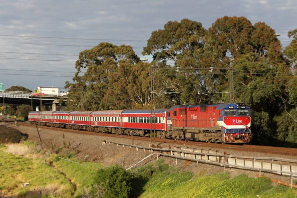 The last run of carriage set SZ7: N474 leads the up South Geelong service at Yarraville