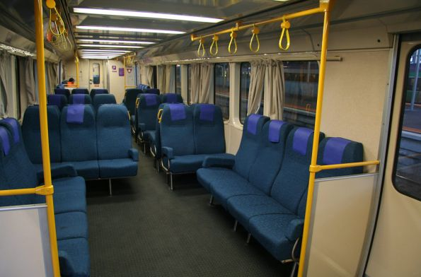 Extra longitudinal seats and grab rails in a three car SH set
