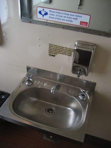 BS217: washbasin but no glass shelf