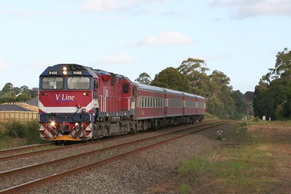 N466 on the up departing Drouin