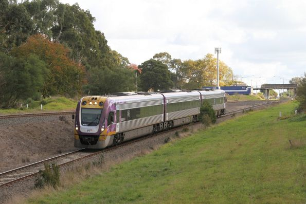 VLocity VL53 departs Drouin on the down