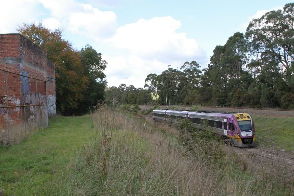 VLocity VL53 passes the former traction substation at Drouin on the down