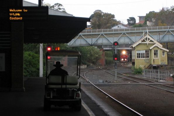 N451 arrives into Geelong with an up Warrnambool service