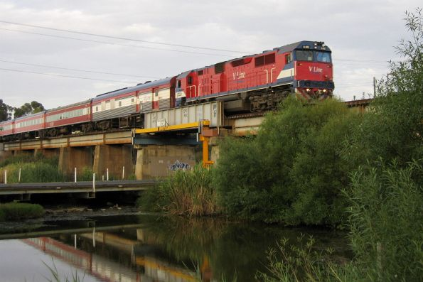 N451 crossing the Barwon River, with power van PCO2 in the consist