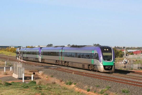 VL20 and VL30 on an up Geelong service at Lara