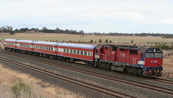 N457 on a down Warrnambool service outside Little River
