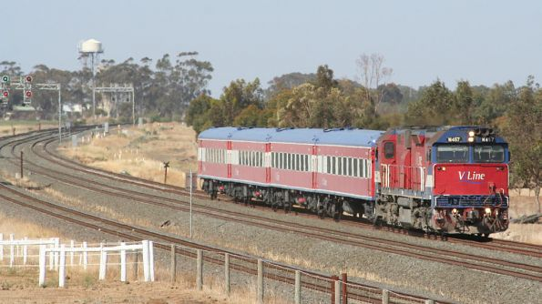N457 on a down Geelong service at Little River