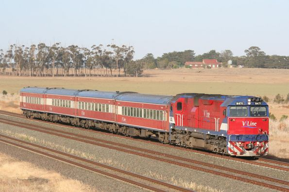 N471 on a down Geelong service near Little River