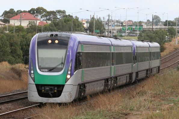 Vl25 and VL13 arrive at North Geelong
