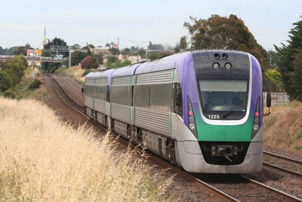 VLocity VL25 and classmate on the down at North Geelong