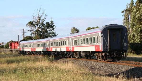 N452 with 3 cars of VN12 and carriage BZN267 at South Geelong on an up Warrnambool service