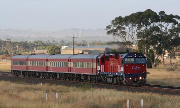 N472 on the 'wrong' line so it can get passed by the express, at Corio