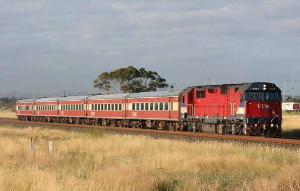 N464 on the up outside Corio