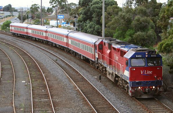 N452 arrives at Geelong
