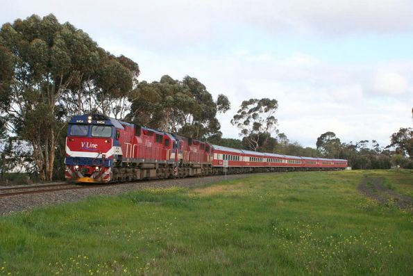 N454 leading N462 on a 7 car train with carsets N4 and FN11 at Breakwater