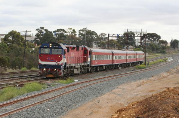 N454 on the down at North Geelong Junction