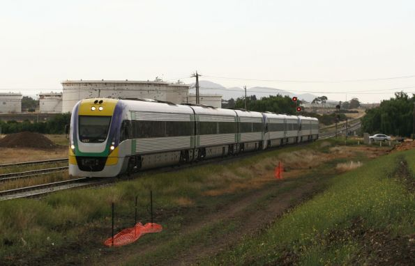 7 car Vlocity on the down at North Shore