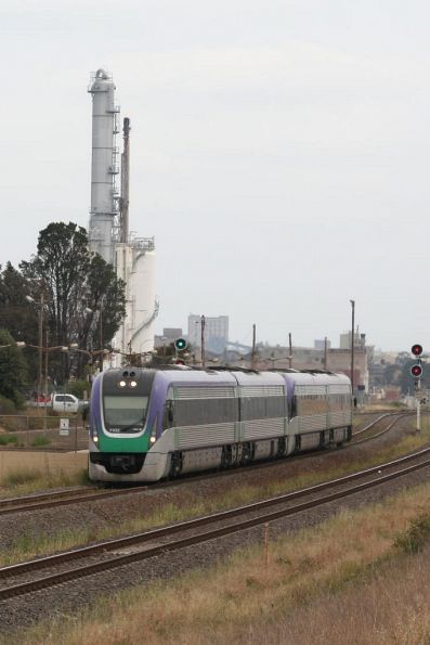 Gap toothed VL02 on the up at Corio