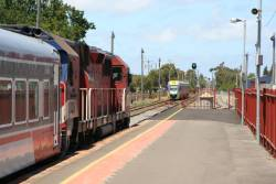 N452 departs South Geelong and the finally opened platform extension