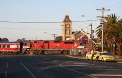 N451 crosses Yarra Street and arrives into South Geelong