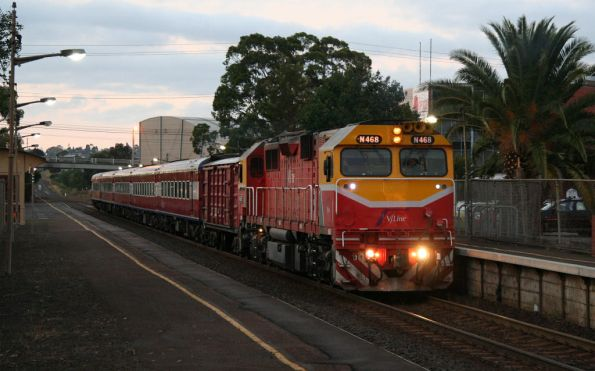 N468 arrives into North Geelong with a D van in the consist