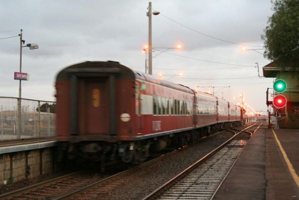 N468 departs North Geelong, signals on both lines set for up trains