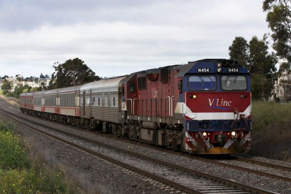 N454 leads PCJ492 / ACN12 / BRN44 / BTN251 / BZN258 / BTN264 into North Geelong on the up