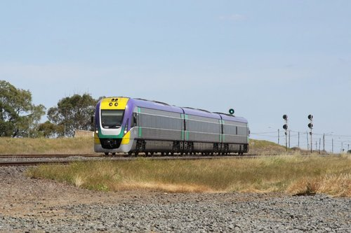 3VL41 heads back to Melbourne at North Shore