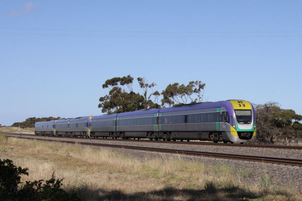 3VL31 leads a 7 car down Geelong express at Manor