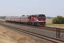N457 leads the down Warrnambool at Manor