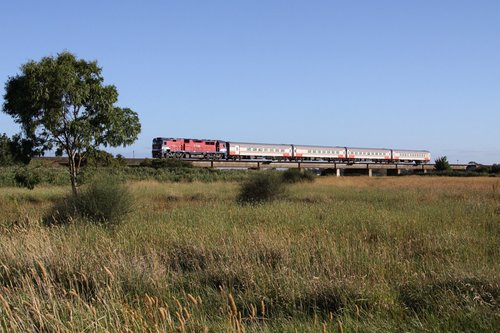 N474 leads the up Warrnambool over Waurn Ponds Creek