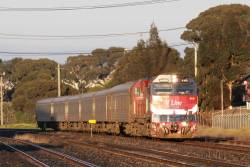 N451 climbs from Cowies Creek with the up Warrnambool